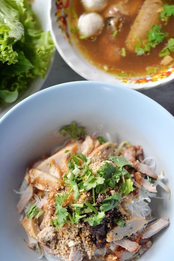Лапша риса свинины стоковые фото