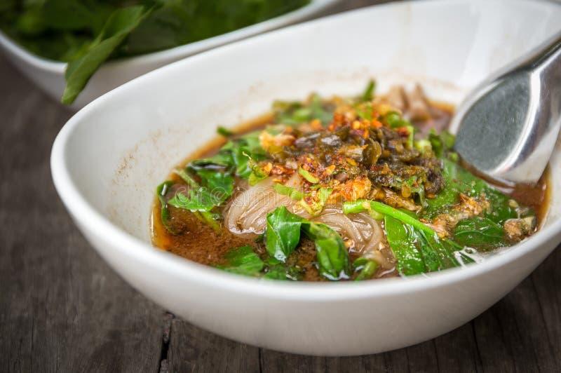 Лапша тайской еды пряная, селективный фокус, HDR стоковые изображения