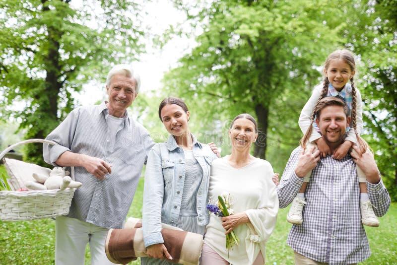 ласковая семья стоковые фото