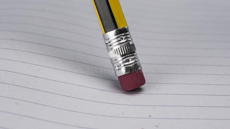 Ластик карандаша на бумаге стоковое фото