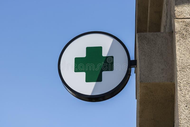 Лас-Вегас - около июль 2017: Зеленый перекрестный знак Зеленый крест общий символ используемый в общине марихуаны i стоковая фотография