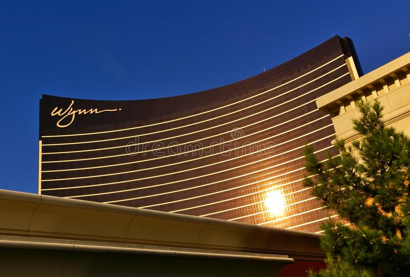 Лас-Вегас, NV, США - 29-ое июня 2009 - фасад казино Wynn отражая солнце вечера стоковое фото rf