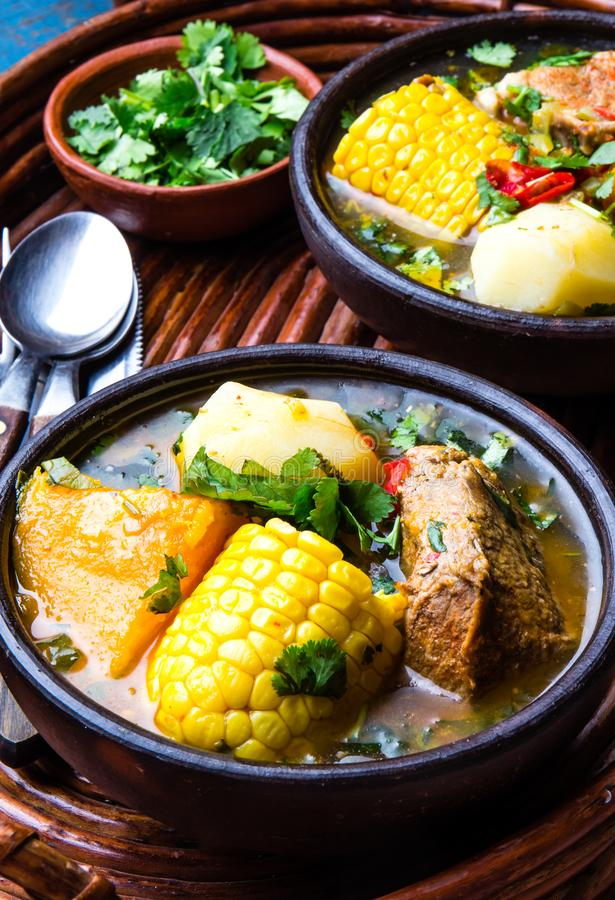 Латино-американская еда Традиционное чилийское cazuela супа свинины Cazuela Chilena стоковое изображение