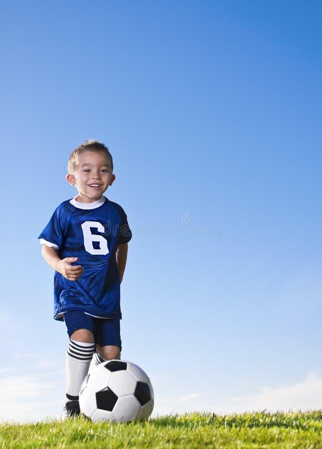 латинский маленький футбол игрока стоковые изображения rf