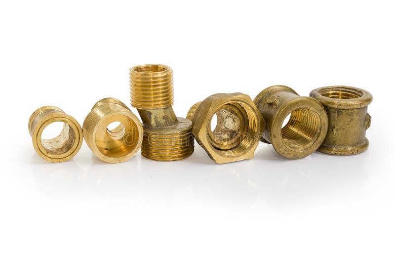 Латунные ексцентрическые соединители и другие компоненты трубопровода на whit стоковые фото