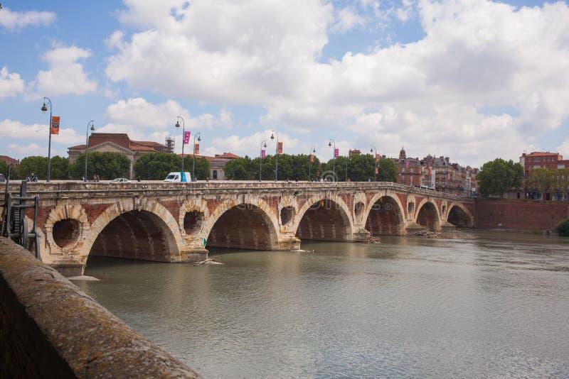 Ла Гаронн реки Тулуза моста Pont Neuf стоковое изображение