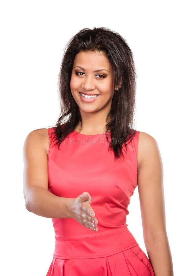 Ладонь руки счастливой молодой женщины предлагая для рукопожатия стоковая фотография