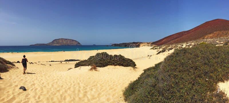 Ла Graciosa, пляж, Playa de las conchas, вулканическое, ландшафт, рай, ослаблять, ослабляя, Лансароте, Канарские острова, Испания стоковые изображения