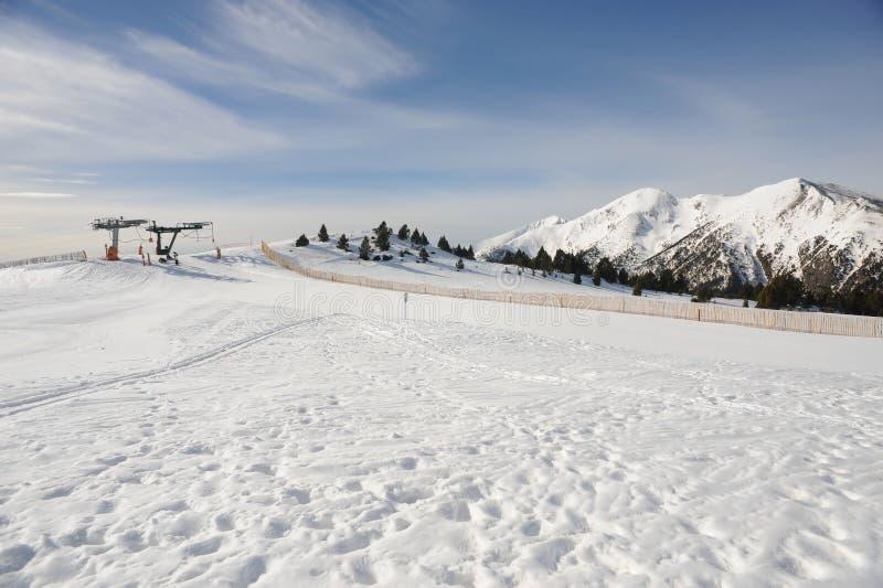Ла Tossa подъема лыжи Vallnord, Европа, княжество Андорры, восточных Пиренеи, участка приятеля катания на лыжах стоковое фото rf