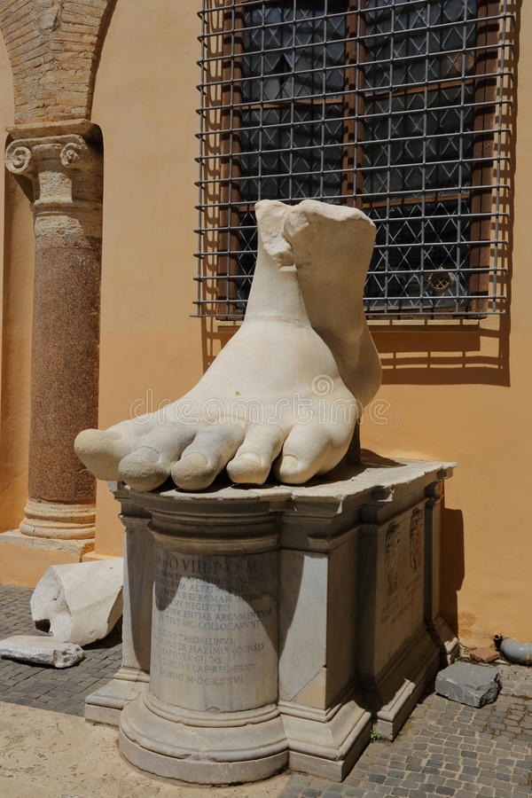 Левая ступня римского императора Константина, Рима стоковое фото rf
