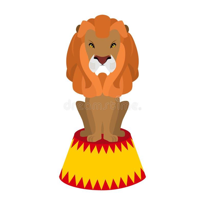 Лев цирка Одичалое жестокое животное сидя на постаменте Большое серьезное бесплатная иллюстрация