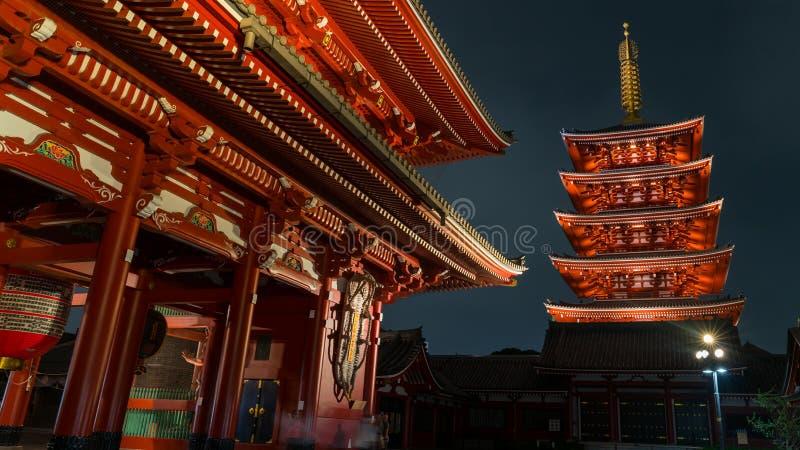 Легендарная пагода 5 виска Senso-ji в Asakusa, токио, Японии стоковые изображения rf