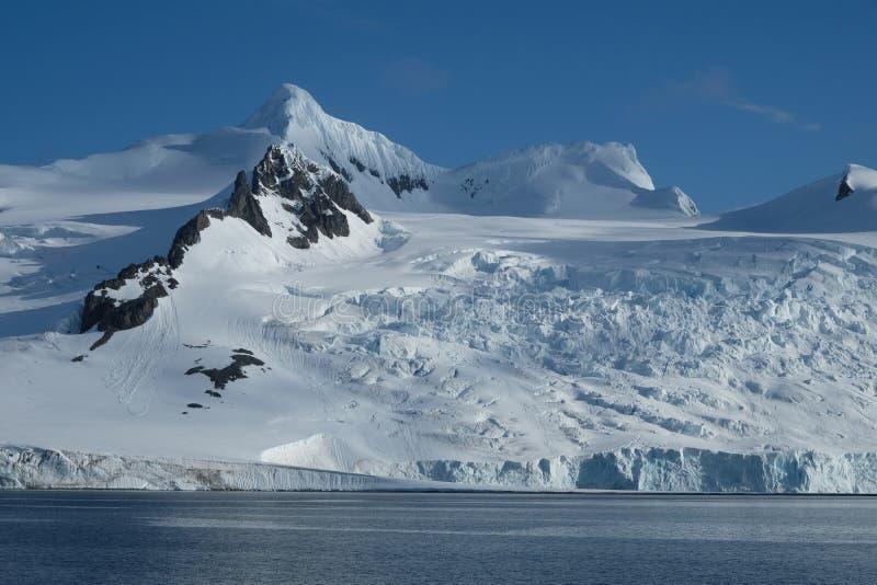 Ледники, горы, снег и лед Антарктики стоковое фото
