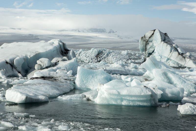 Ледники Исландии на известной лагуне ледника Красивое холодное изображение ландшафта залива лагуны ледника стоковые изображения