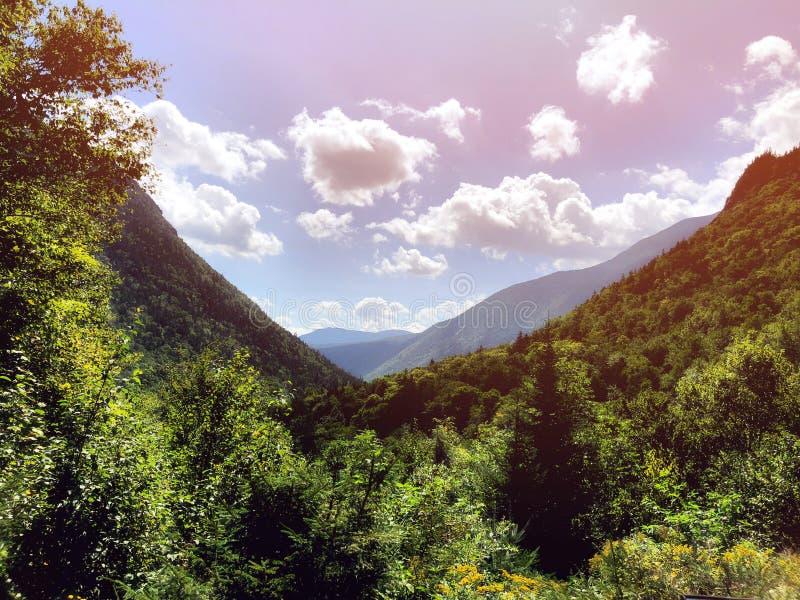 Ледниково высекаенная долина в Нью-Гэмпшир стоковое изображение
