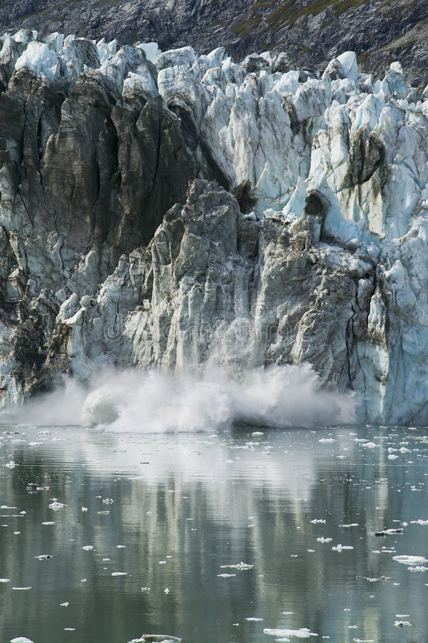 ледник отела стоковое изображение rf
