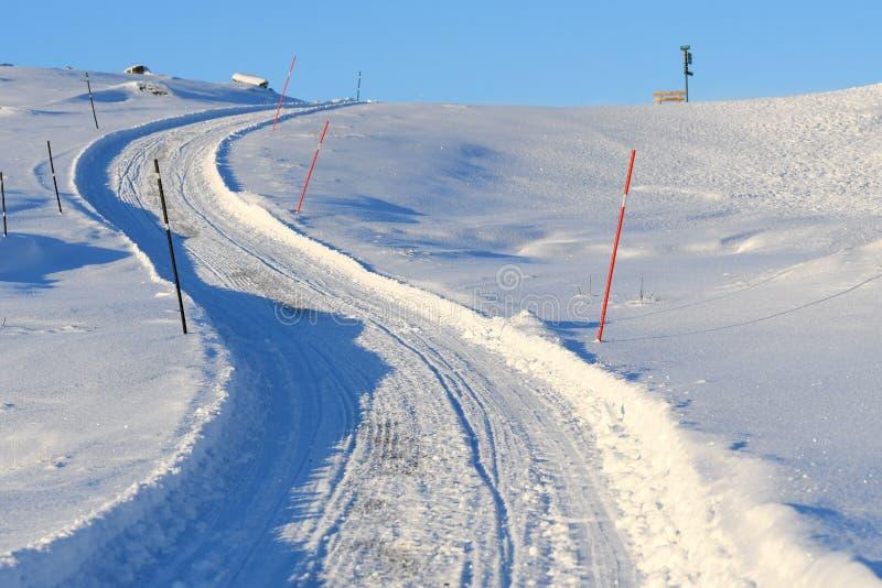Ледовитая дорога горы стоковое фото rf