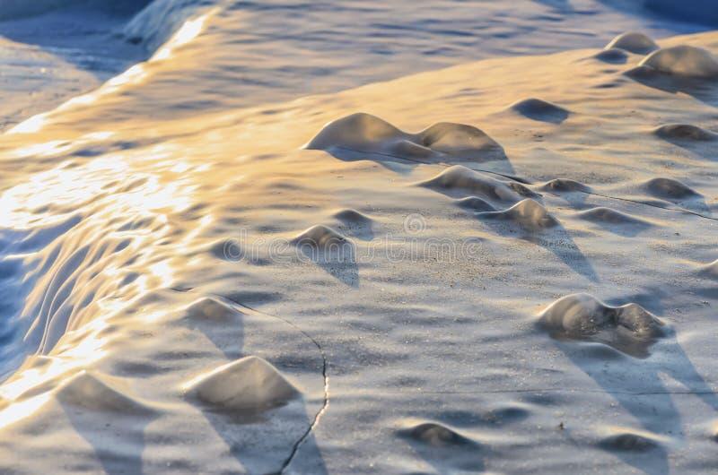 Лед голубого пинка предпосылки фото замороженный с частями текстуры льда стоковые фотографии rf