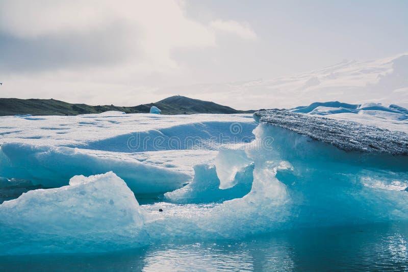 Лед и вода стоковая фотография