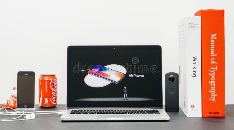Лейтмотив Яблока с вводить воздушную мощь 10 iPhone x стоковая фотография