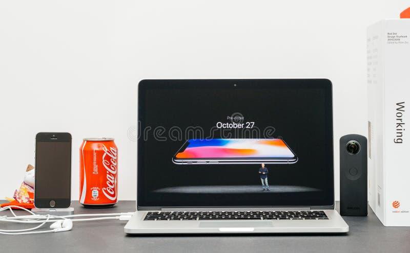 Лейтмотив Яблока с вводить iPhone x iphone 10 пре-заказов стоковые фотографии rf