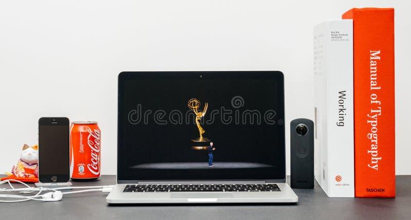 Лейтмотив Яблока с премией Эмми ТВ Яблока кашевара Тим стоковые изображения rf