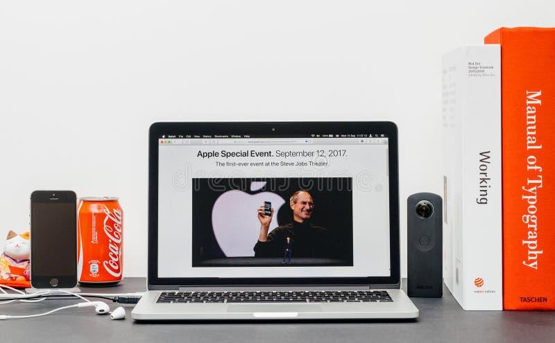 Лейтмотив Яблока с Стив Джобс в памяти о кашеваре Тим, стоковое изображение