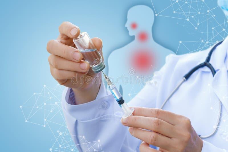 Лекарства для вакцинирования пациента стоковое изображение rf