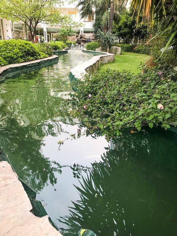Ленивая река в отеле стоковые изображения