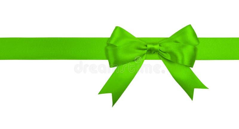 Лента и смычок подарка зеленая изолированные на белизне стоковые изображения rf