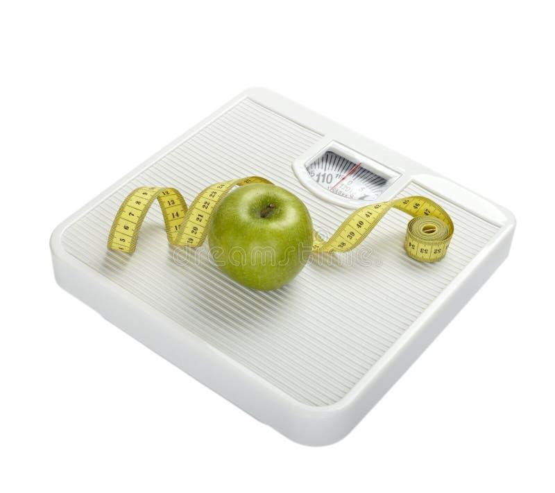 лента маштаба измерения libra плодоовощ еды диетпитания яблока стоковые фотографии rf