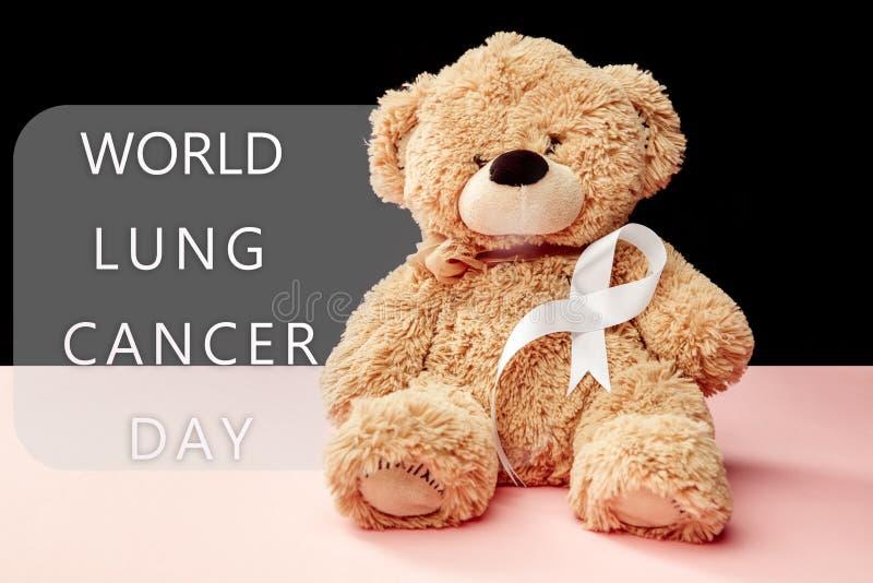 лента рака легких, белая лента, символ боя против рака легких стоковая фотография rf