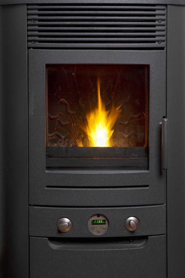 лепешка подогревателя пламени деревянная стоковое фото