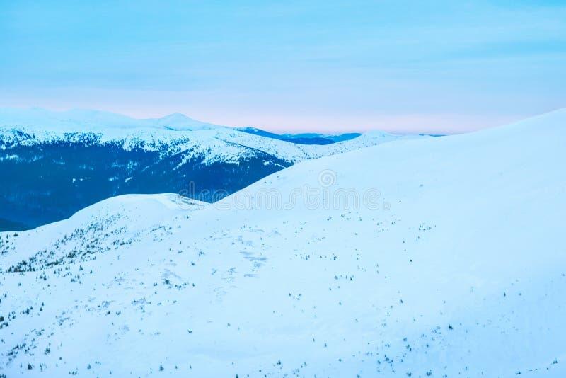 Леса высокой горы и холмы, большие равнины стоковые фотографии rf