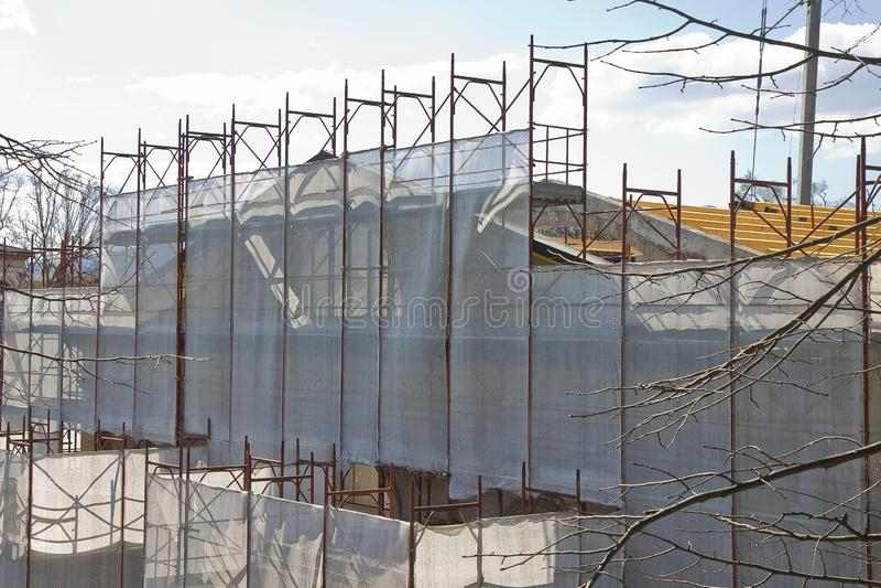 Леса металла для восстановления строя фасада стоковые фотографии rf