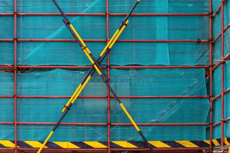 Леса & плетение защиты на незаконченном здании стоковое изображение rf