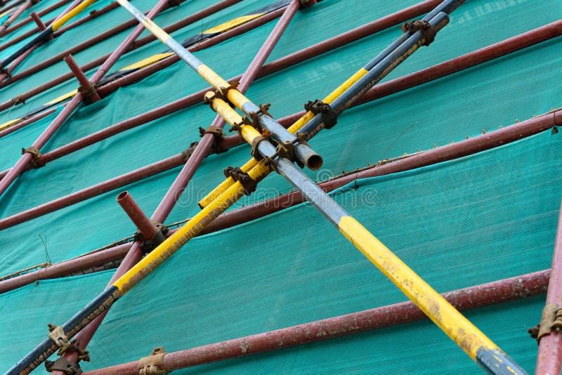 Леса & плетение защиты на незаконченном здании стоковая фотография