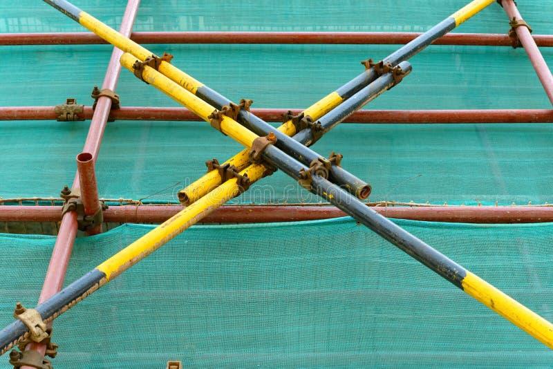 Леса & плетение защиты на незаконченном здании стоковое фото