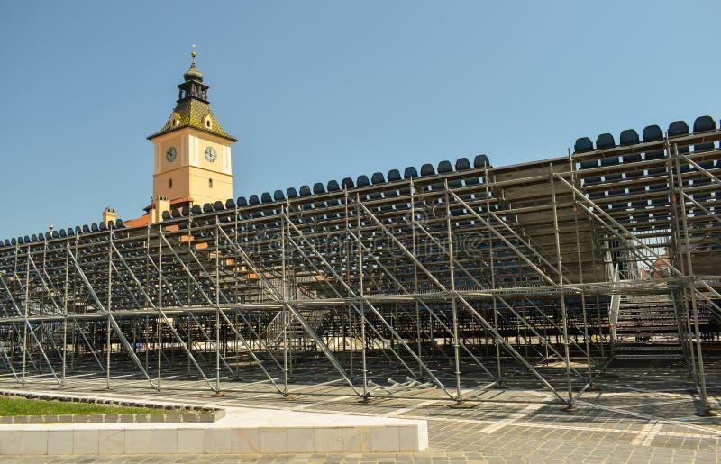 Леса строительной площадки для трибуны фестиваля рогача концерта золотой в Brasov стоковые изображения rf