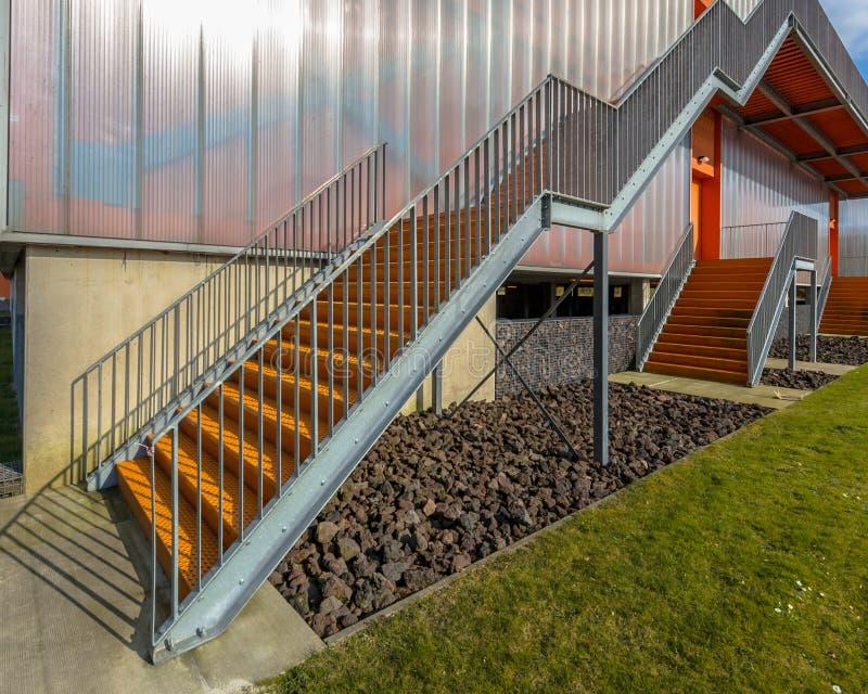 Лестница аварийного выхода металла стоковые фото