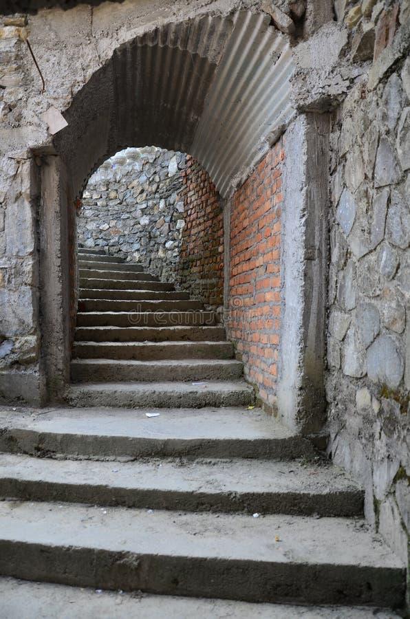 Лестница входа идет к внутри пещере водопада падений или дьявола ада стоковая фотография