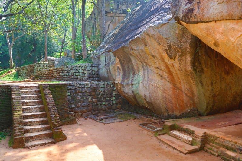 Лестница в замке льва Sigiriya стоковые изображения