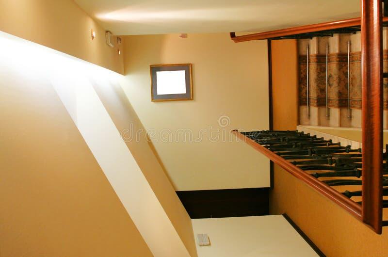 лестница гостиницы чердака к стоковая фотография rf