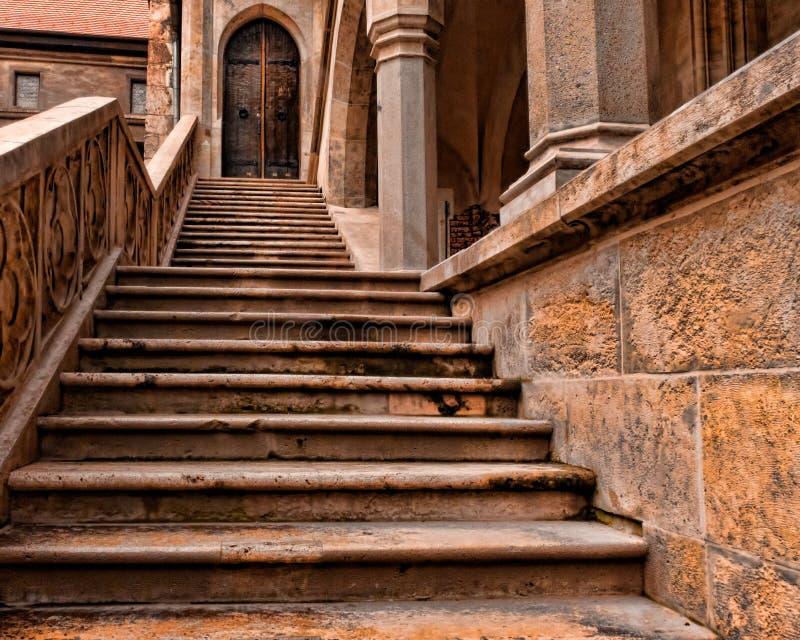 лестница замока средневековая стоковые изображения rf