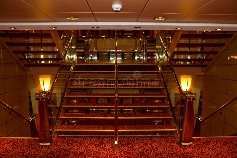 Лестница интерьера туристического судна стоковое изображение rf