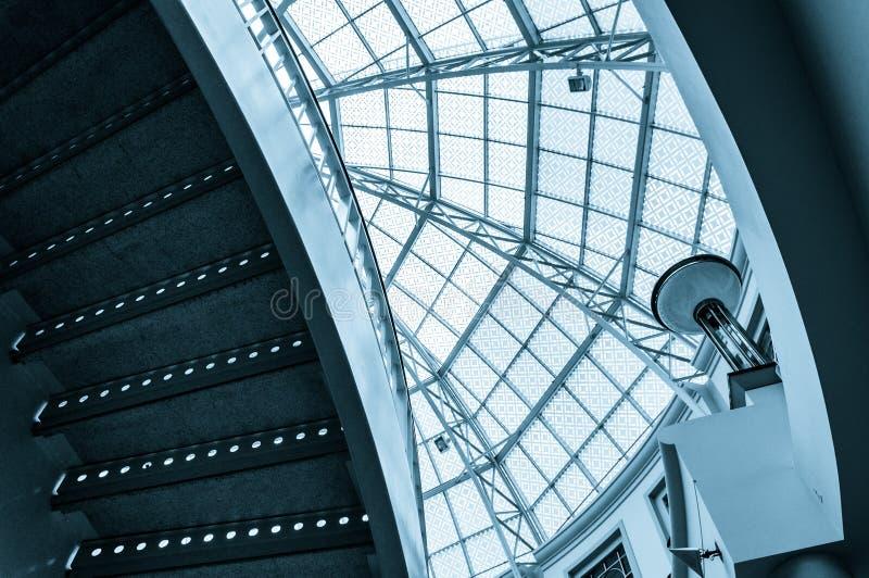 Лестница и большой стеклянный купол в городском центре Towson стоковые фото