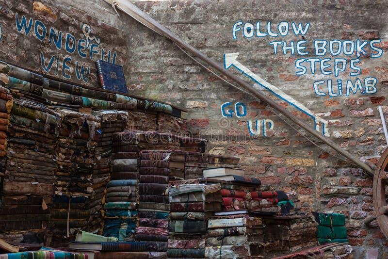 Лестница книги в Венеции стоковая фотография rf