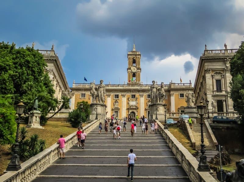 Лестница к Микеланджело - холму Capitoline в Риме, Италии стоковая фотография rf