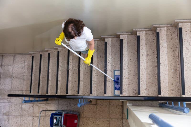 Лестница привратника очищая стоковые фото