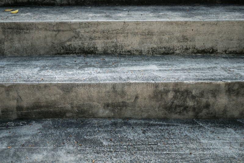 Лестницы вне строя взгляда очень старого стоковая фотография rf